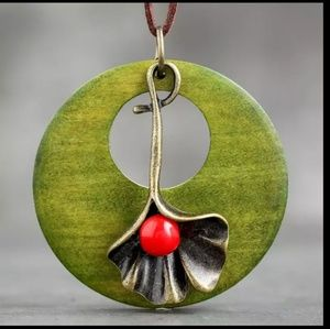 Green bronze red round pendant necklace